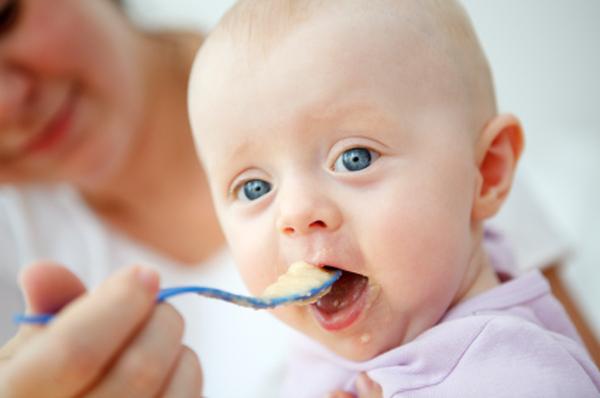Bébé à l'heure du repas