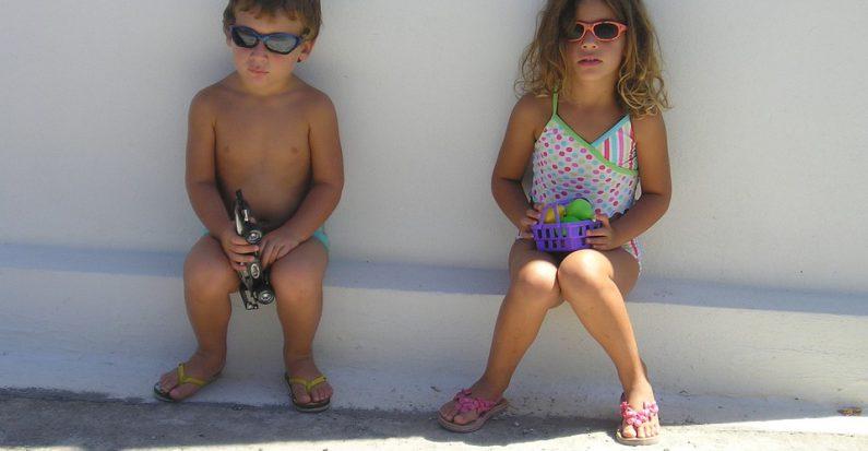 Vacances : que glisser dans la valise des enfants ?