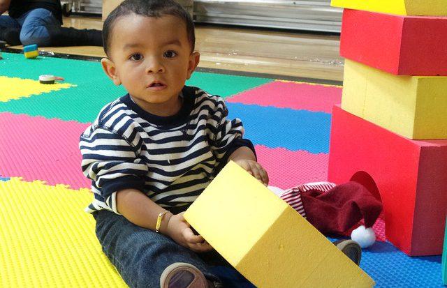 Pourquoi offrir un cube d'activités à son enfant ?